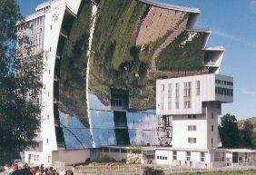Four solaire de font romeu odeillo for Miroir solaire parabolique